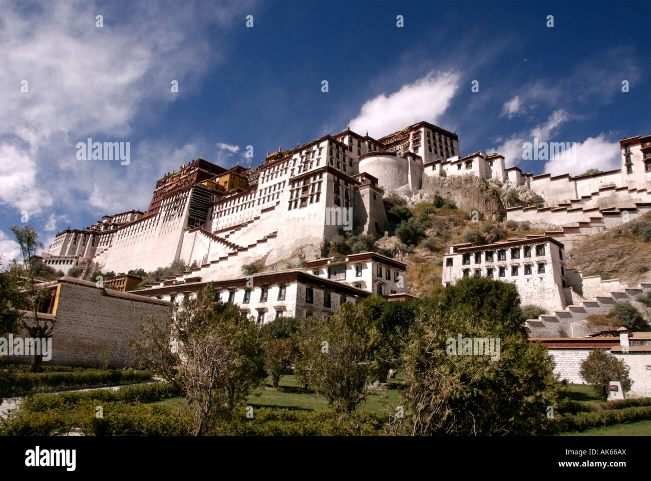 The Potala Palace in Lhasa, Tibet. Traditionally the home of the Dalai Lama, now converted to a museum - Stock Image