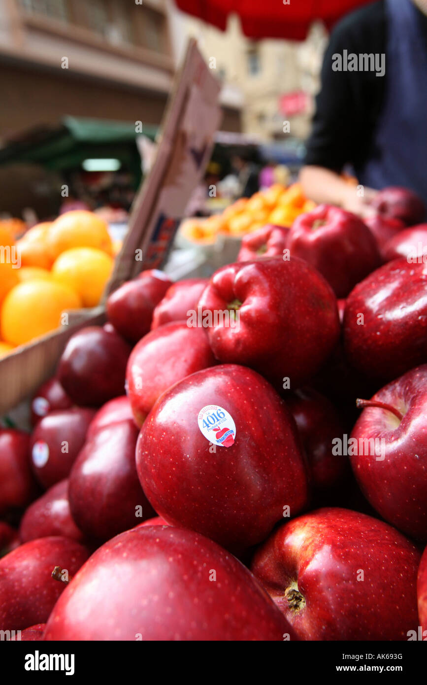 Red Delicious Apples from Washington State on sale in a Hong Kong street market. - Stock Image