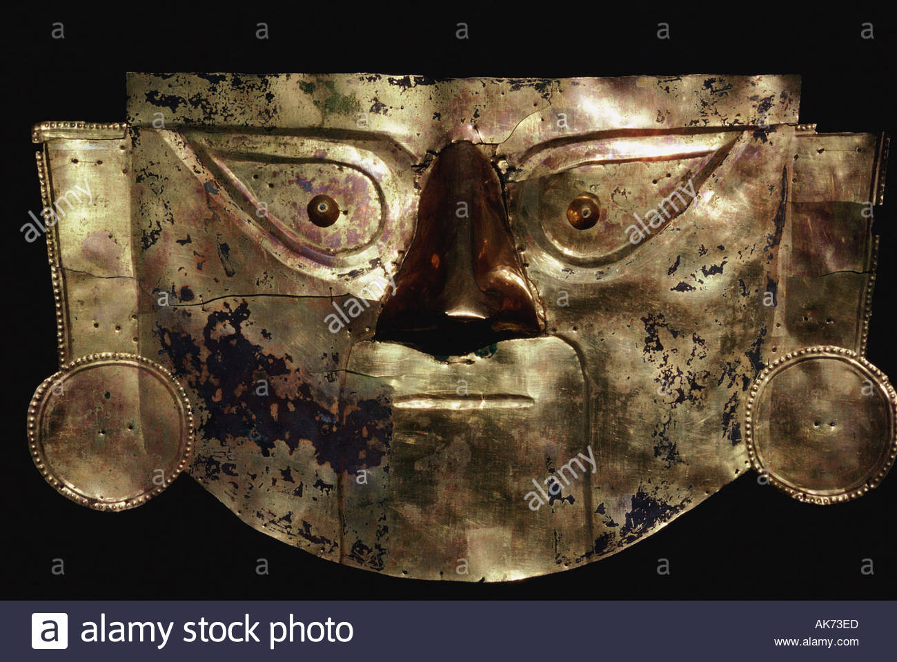 funerary mask made of laminated gold Lambayeque culture Coast North Peru Brüning museum - Stock Image