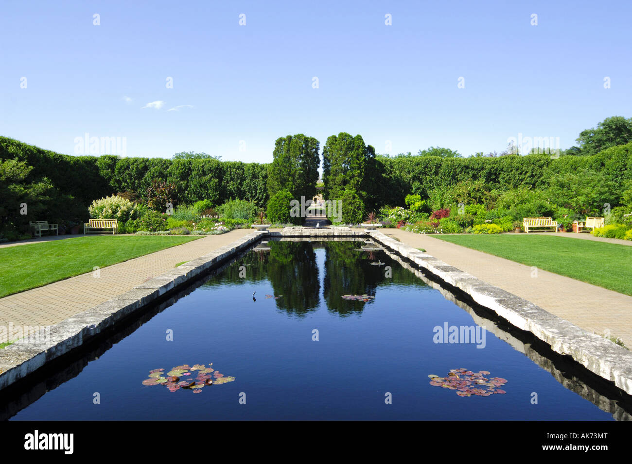 Indian Summer Afternoon At Olbrich >> Water Feature In Botanical Gardens Stock Photos Water Feature In