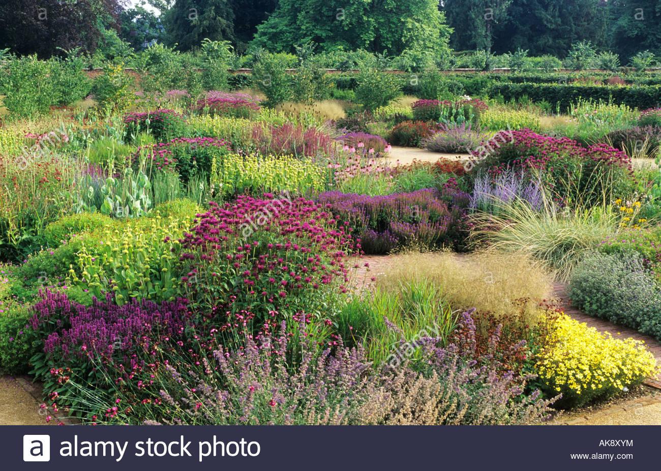 scampston hall yorkshire design piet oudolf overview of central garden AK8XYM