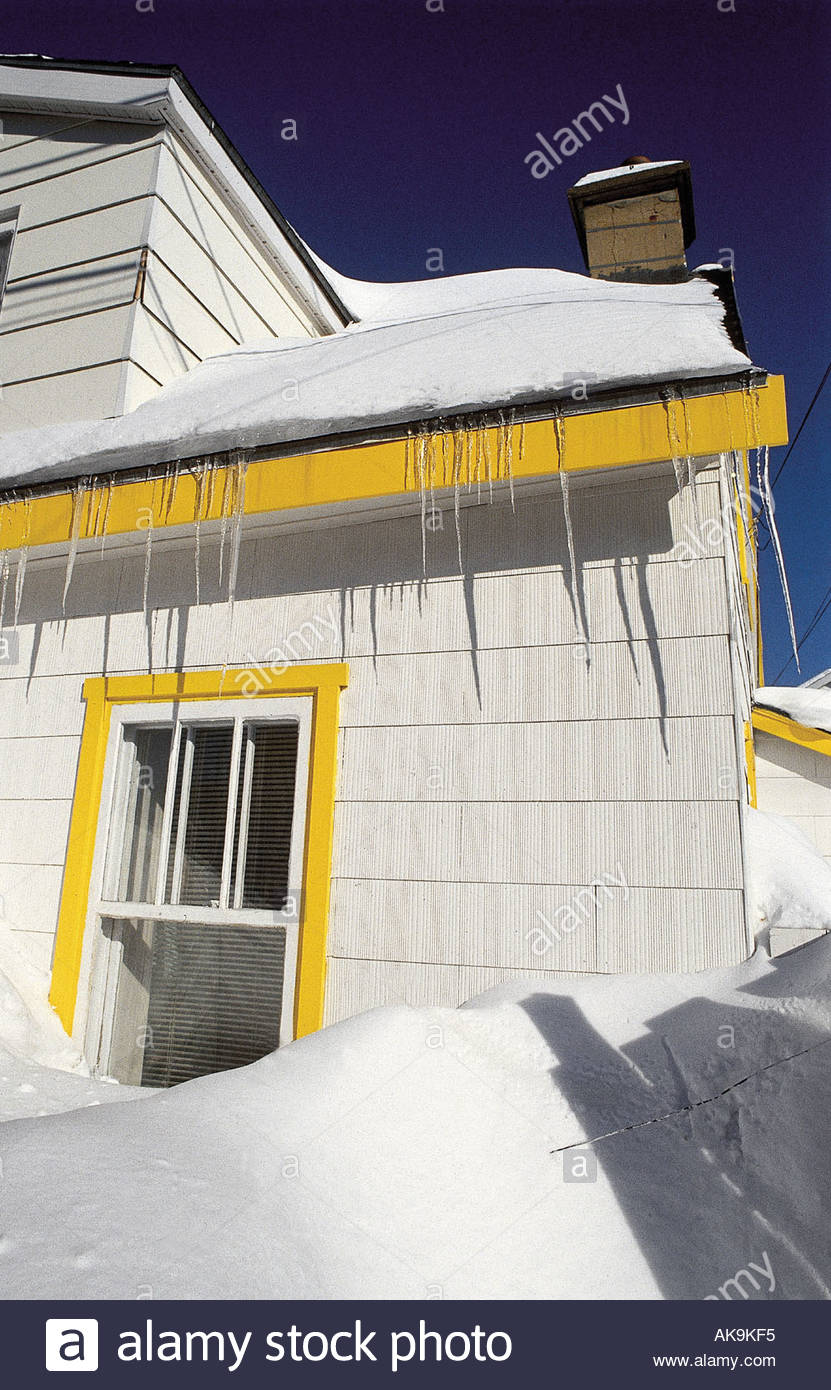 Quebec snowed in house in Montreal - Stock Image