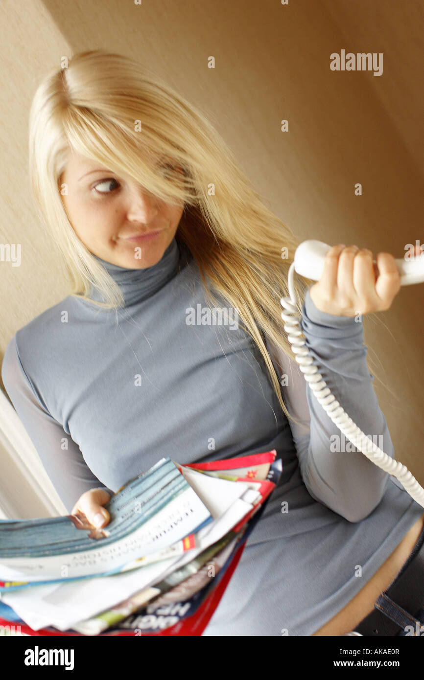 woman looking frustrated on the telephone - Stock Image
