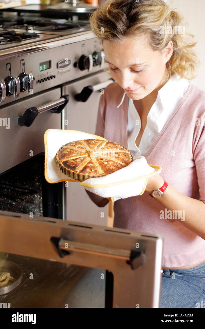 woman baking a tart - Stock Image