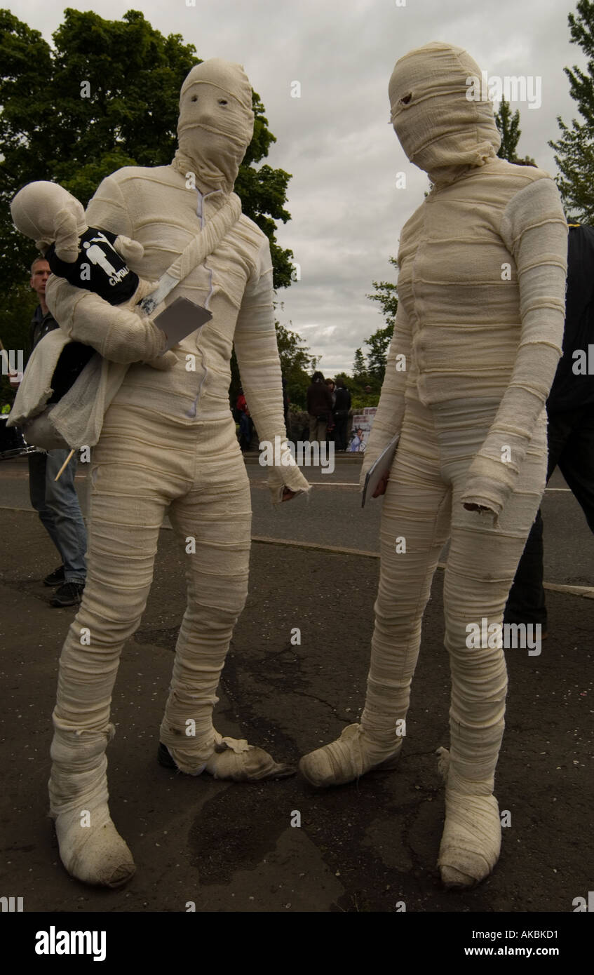 Couple with baby dressed as mummies - Stock Image