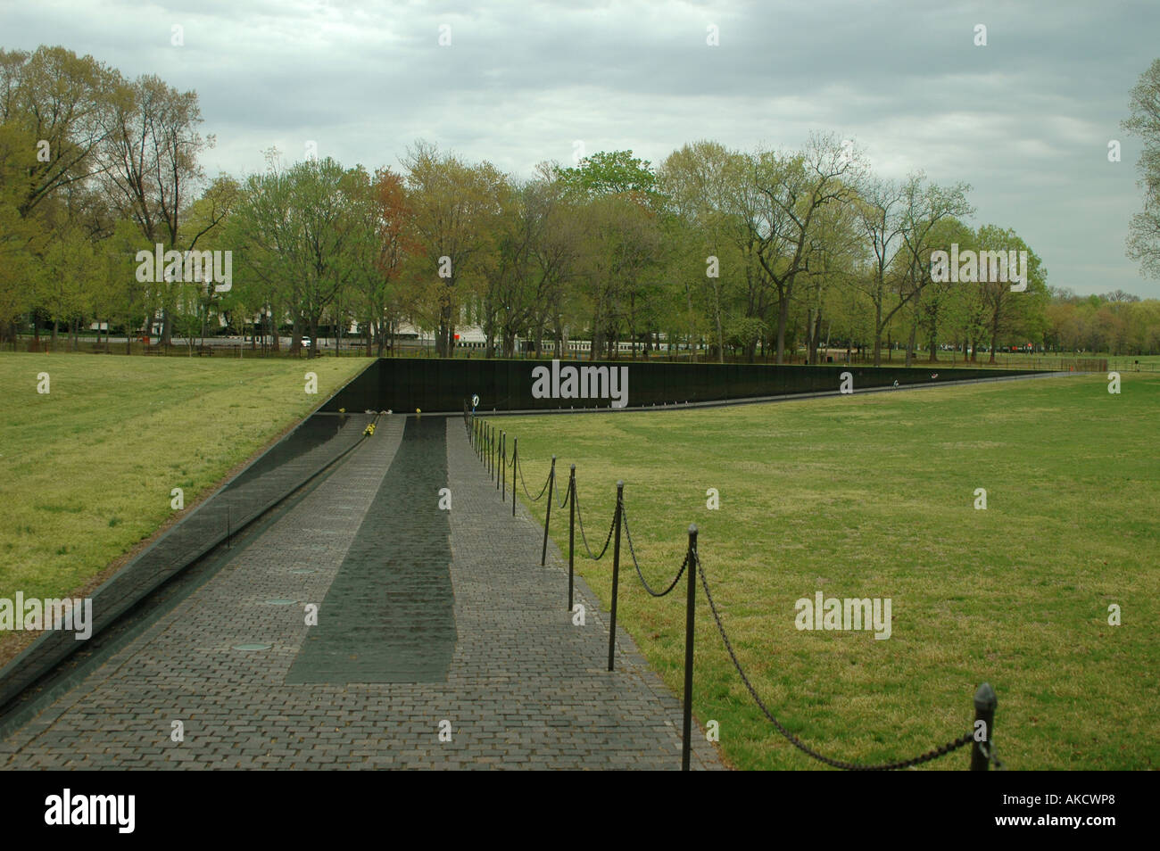 WASHINGTON DC MAYA LIN DESIGNED THE VIETNAM VETERANS MEMORIAL KNOW AS THE  WALL WASHINTON DC
