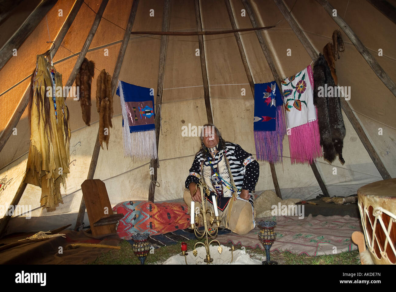 Ken Miller aka Cross Eagle reenacts life inside a 19th century Plains Indian tepee at Alligator Fest Lake City Florida - Stock Image