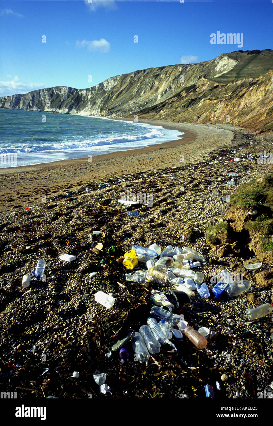 Plastic pollution at Worbarrow Bay, Nr Tyneham, Purbeck Hills, on the Jurassic Coast in Dorset, England, UK - Stock Image
