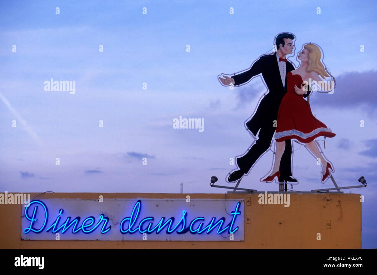 Frankreich, Cote d Azur, Cros-de-Cagnes, Leuchtreklame für Tanzcafe - Stock Image