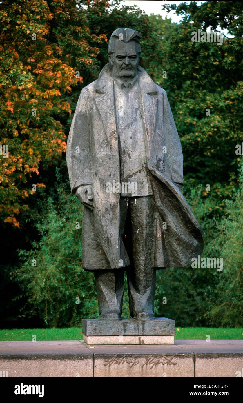 Lettland, Riga, Kronwalda-Park, Denkmal für den lettischen Schriftsteller A. Upits - Stock Image
