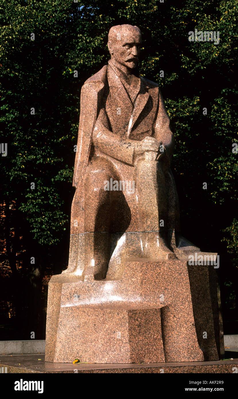 Lettland, Riga, Esplanade, Denkmal für den lettischen Schriftsteller J. Rainis - Stock Image