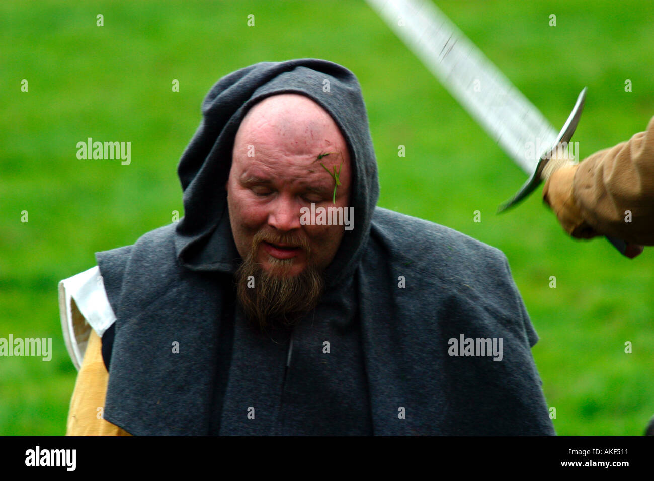 Captured medieval soldier being beheaded - Stock Image