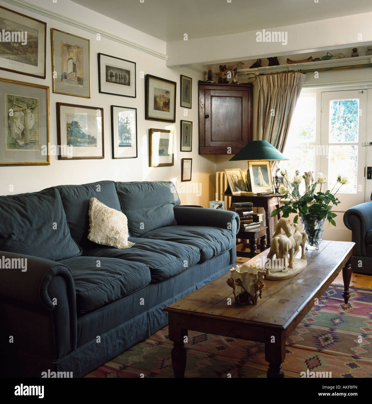 Ethan Allen Townhouse Coffee Table: Interiors Sittingroom Table Sofa Stock Photos & Interiors