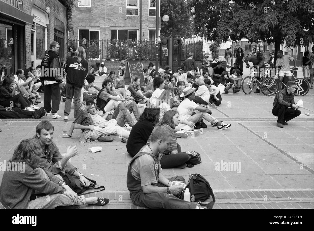Young crowd watching Notting Hill Carnival - Stock Image