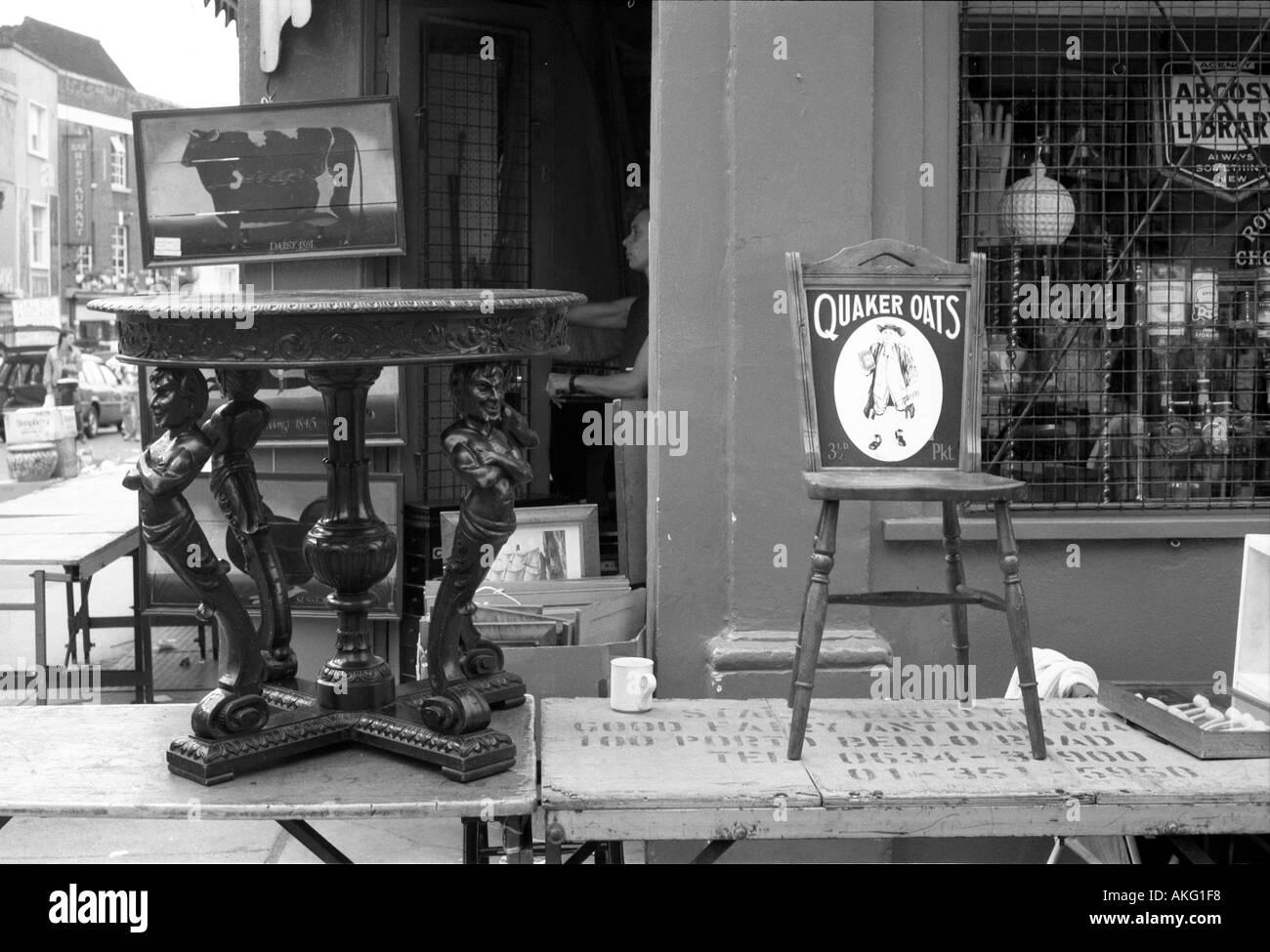 Antiques shop Notting Hill London - Stock Image
