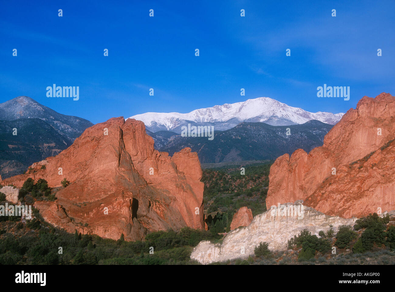 Garden of the Gods rock formations with snow-capped Pikes Peak behind Colorado Springs, Colorado - Stock Image