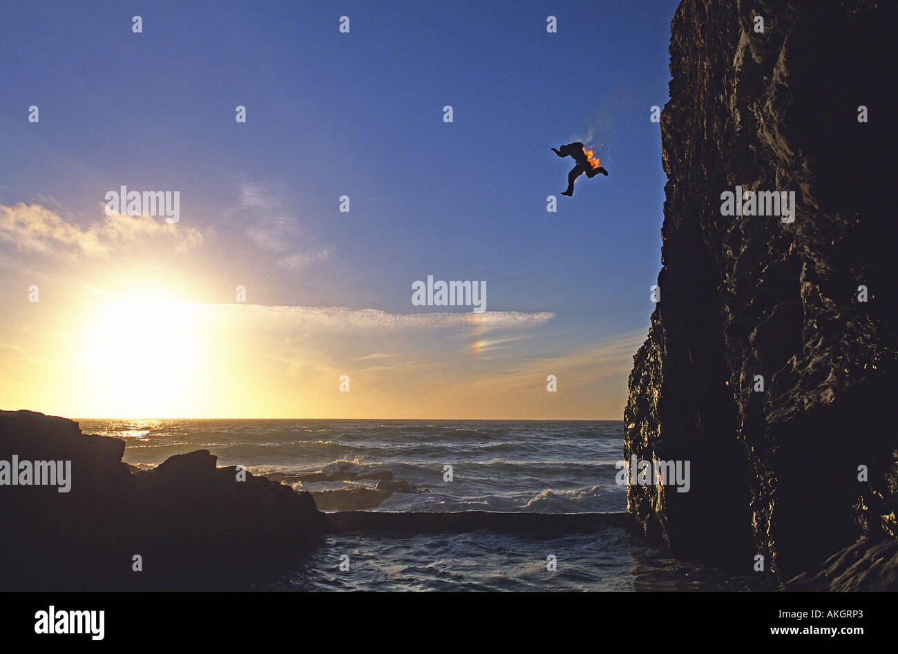 Man sets fire to himself and jumps off a cliff in Cornwall He extinguished himself in the sea water - Stock Image