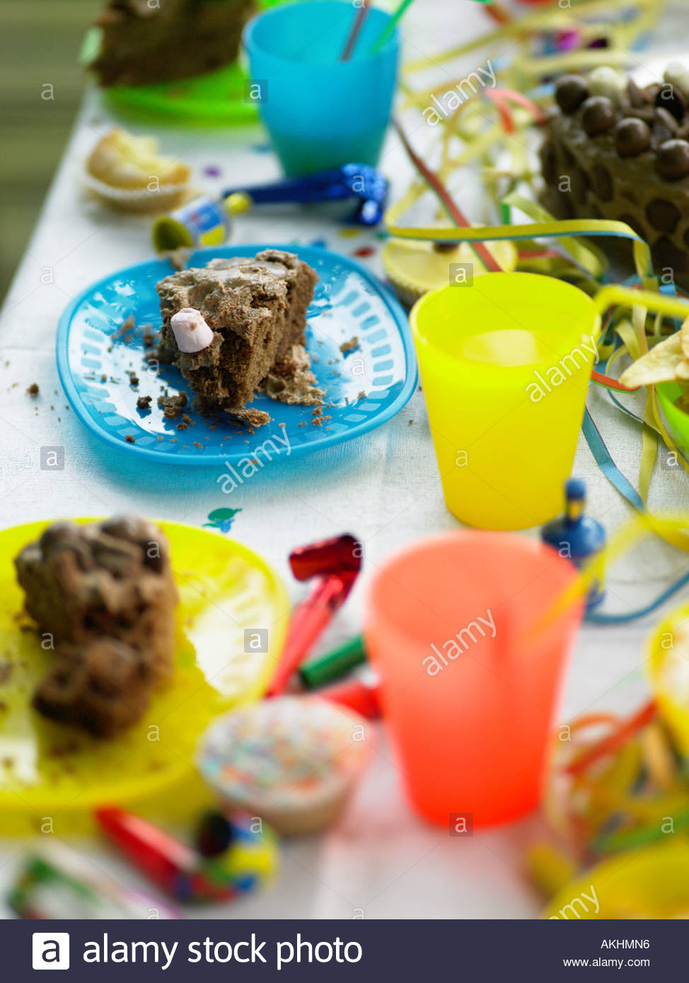 Messy birthday party table - Stock Image