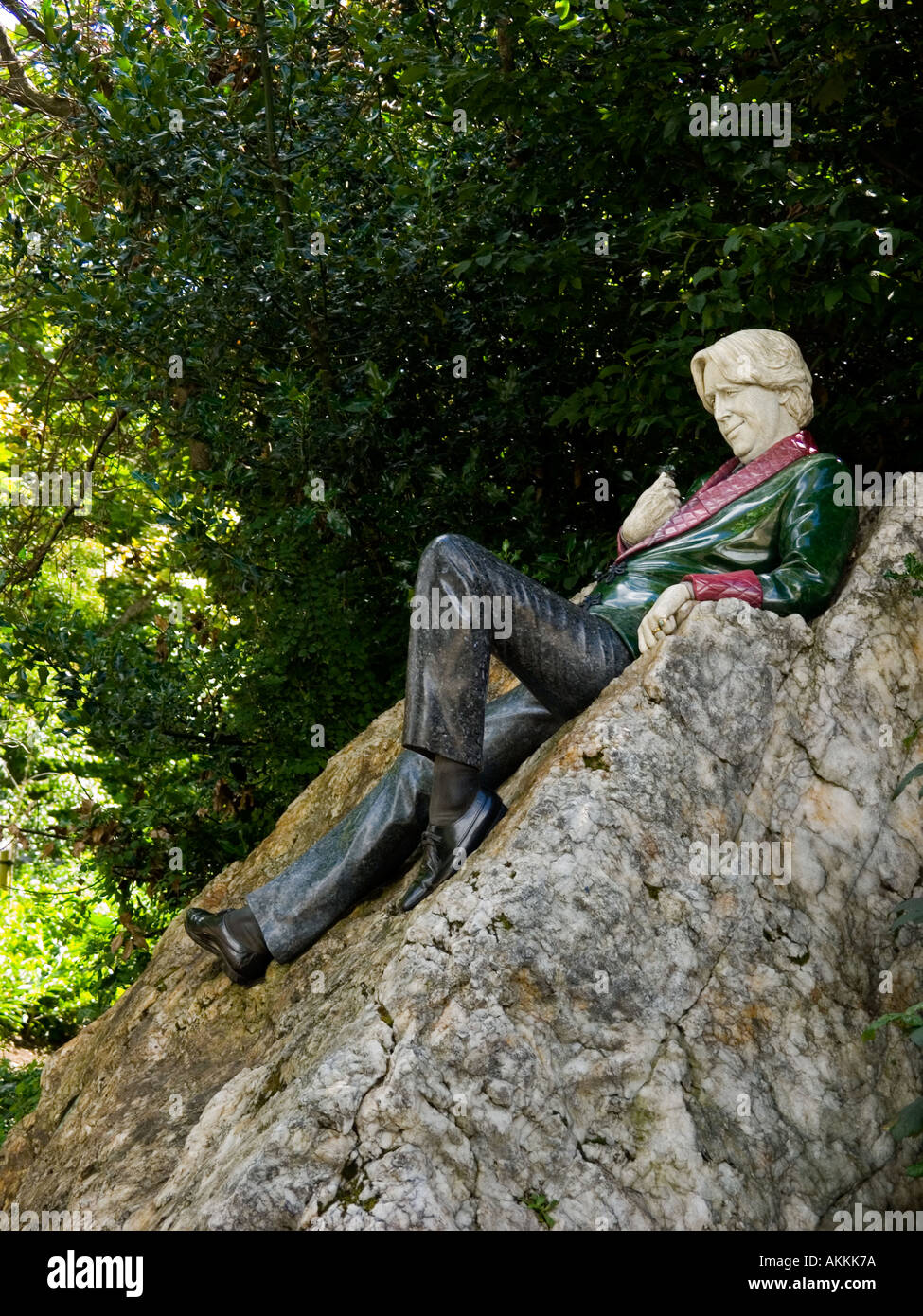 A lifesize sculpture of Oscar Wilde, by Danny Osborne, in  Merrion Square, Dublin, Ireland - Stock Image