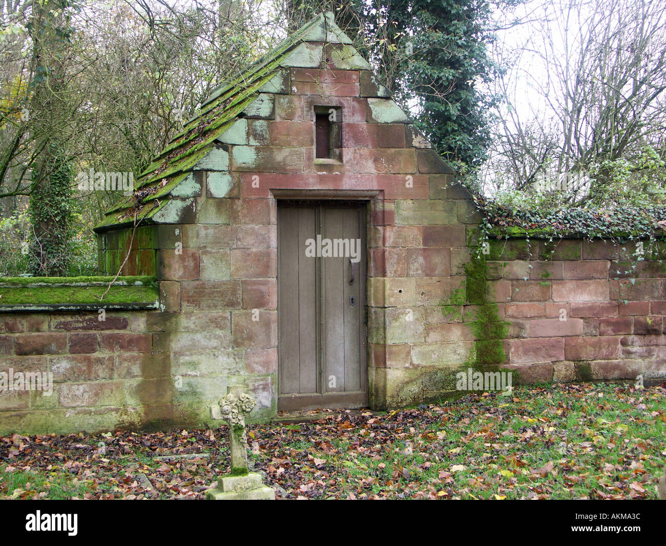 A Rustic Stone Built Tool Shed In Hoar Cross Churchyard Stock Photo