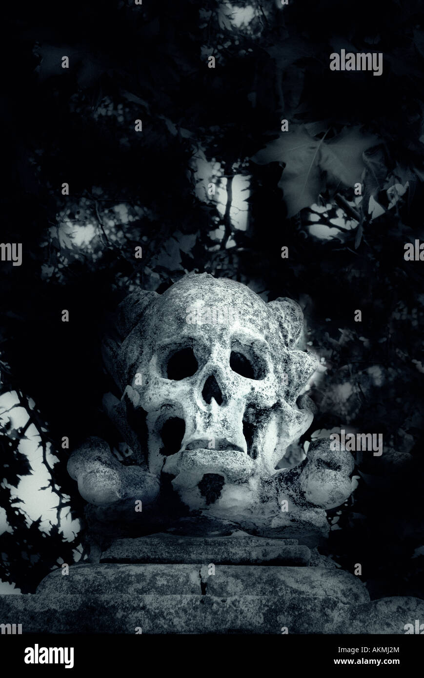 A Sculpture of a Skull on a Post. St Nicholas' Church, Deptford. London. England. - Stock Image