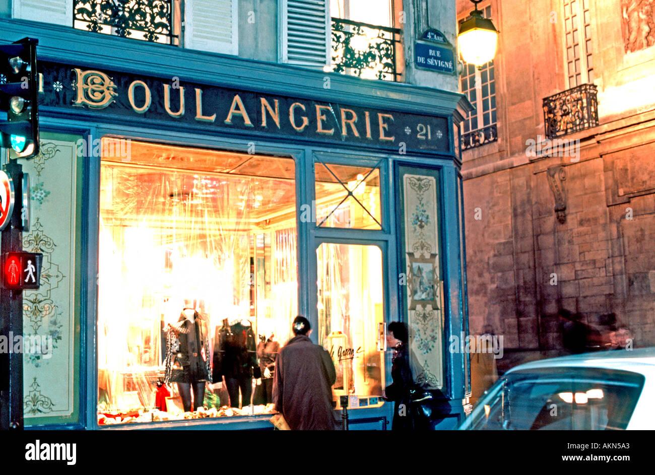 Paris France,  Boulangerie People Looking Shop Window, Old Shop front Clothing Store,  Le Marais, vintage signs - Stock Image