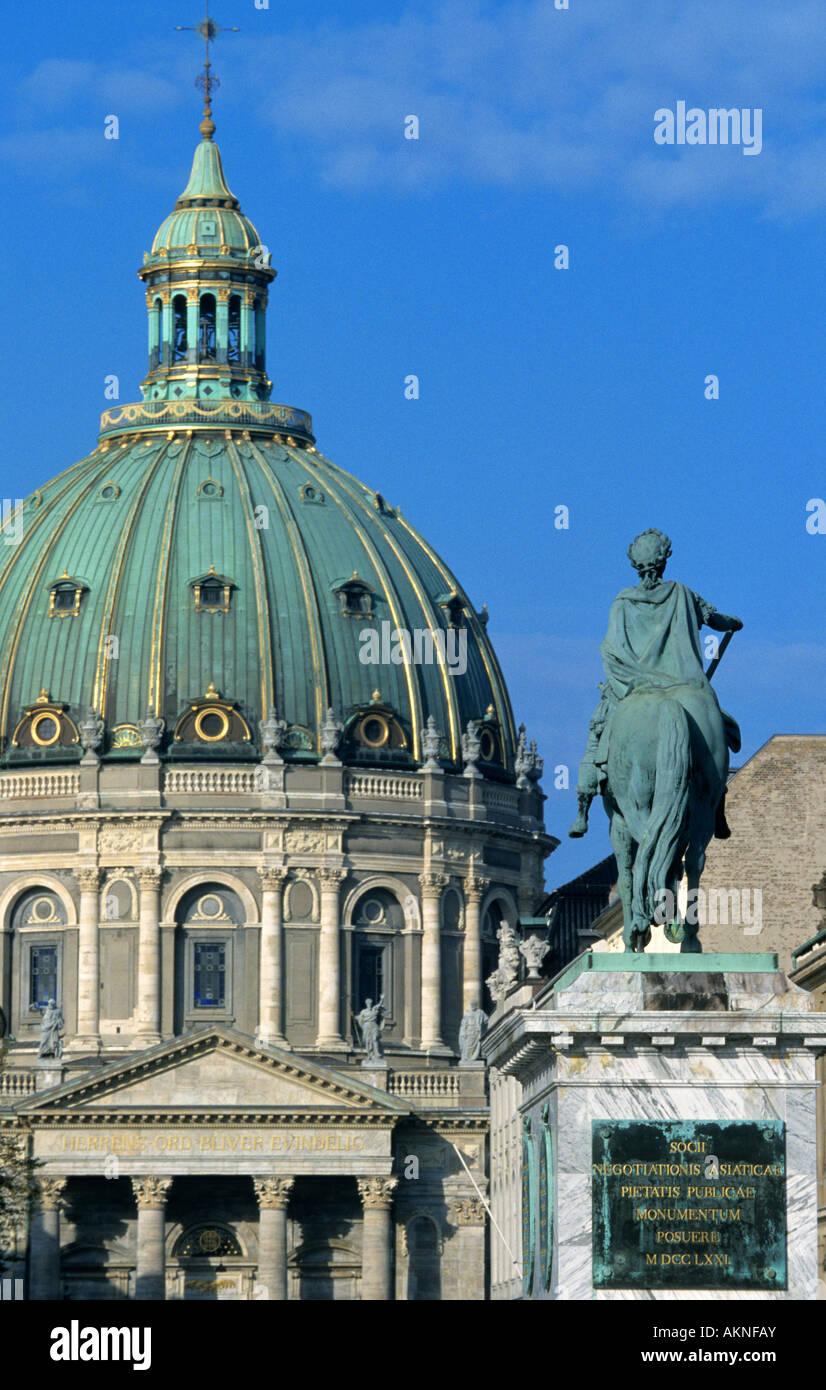 Denmark, Zealand, Copenhagen, Marmorkirke and statue of Frederik V from 1771 - Stock Image