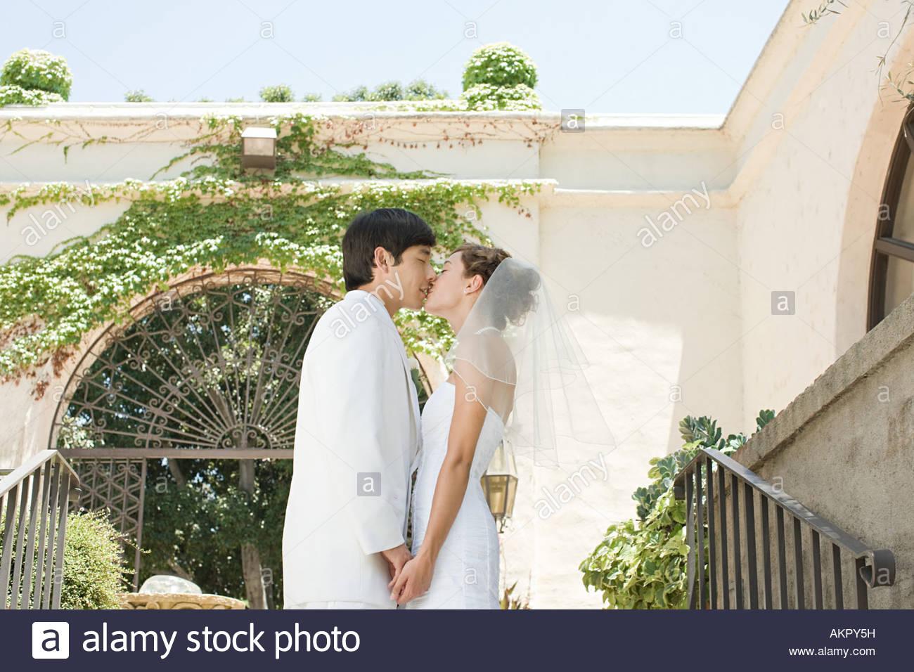 Korean Wedding Couple Stock Photos & Korean Wedding Couple ...