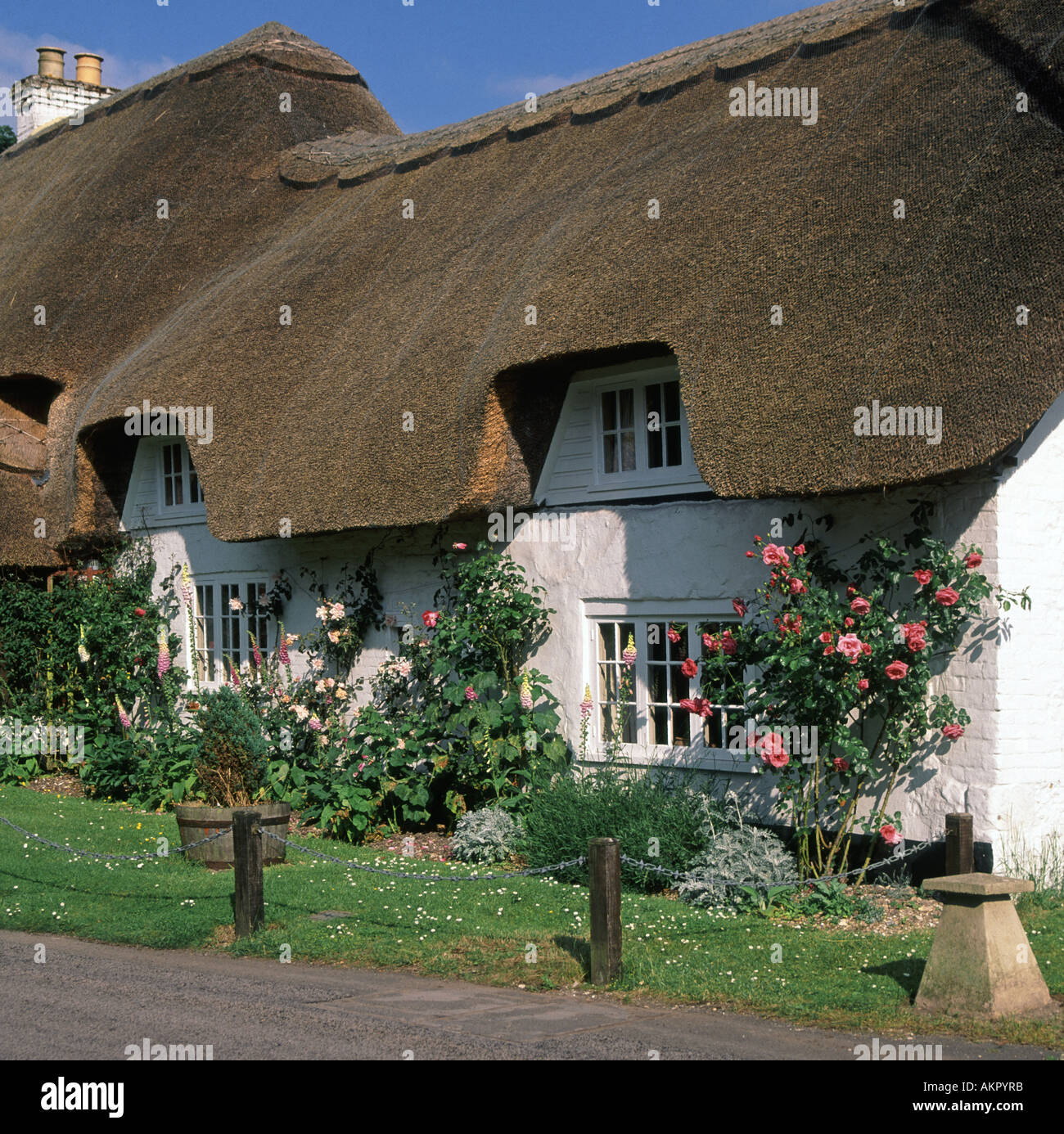 Hampshire village thatched roof cottage Stock Photo