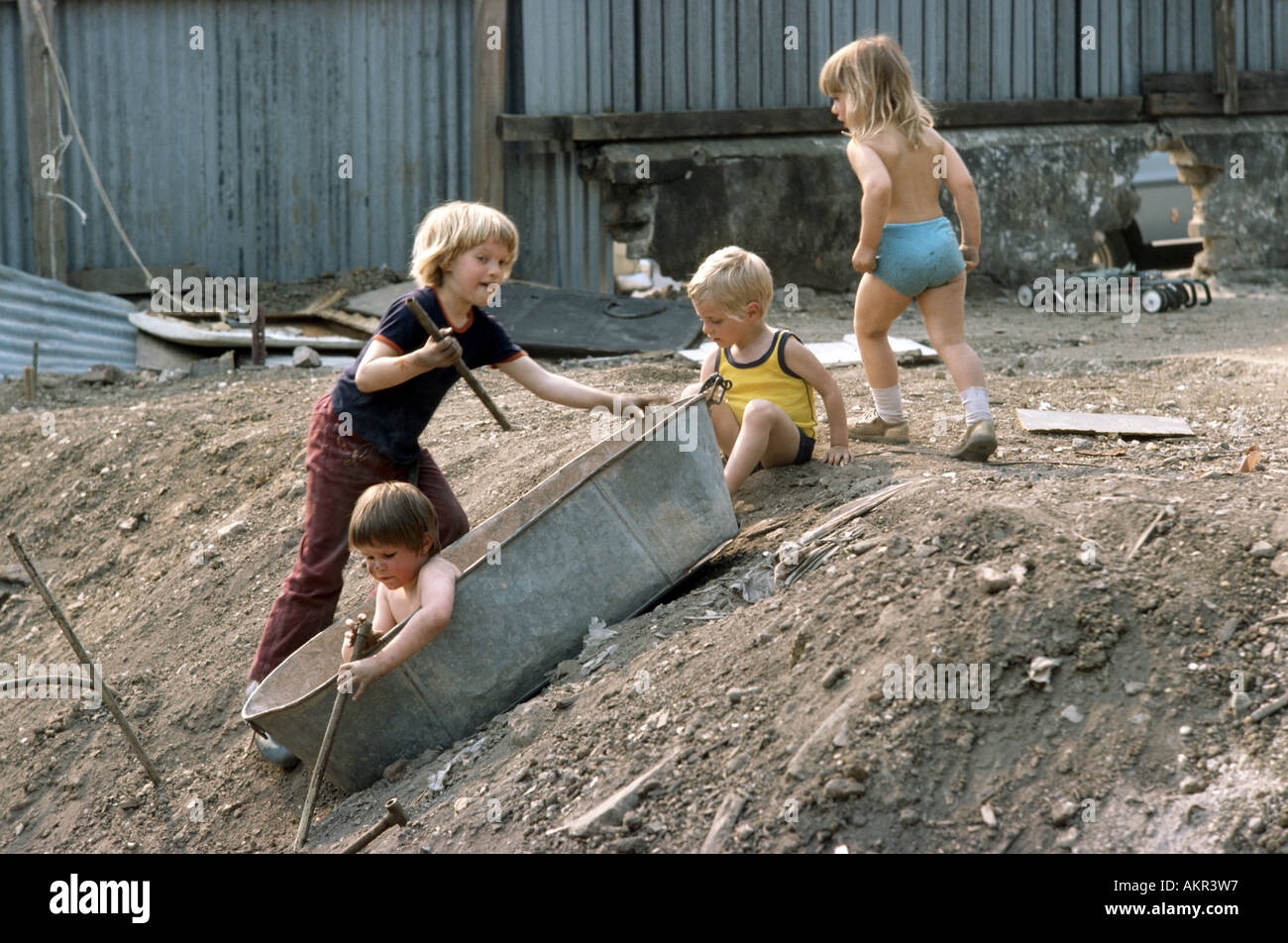 young children playing outside in the 1970's - Stock Image