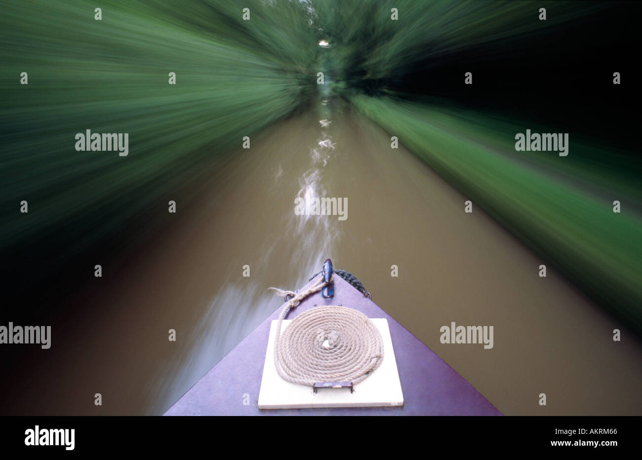 PICTURE CREDIT Doug Blane narrowboat navigating along the English canal system - Stock Image