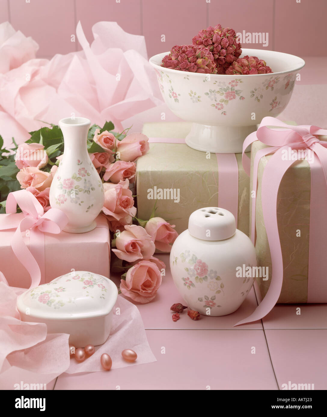 Bathroom Home Decorative Accessories Pink Tile Roses Pot