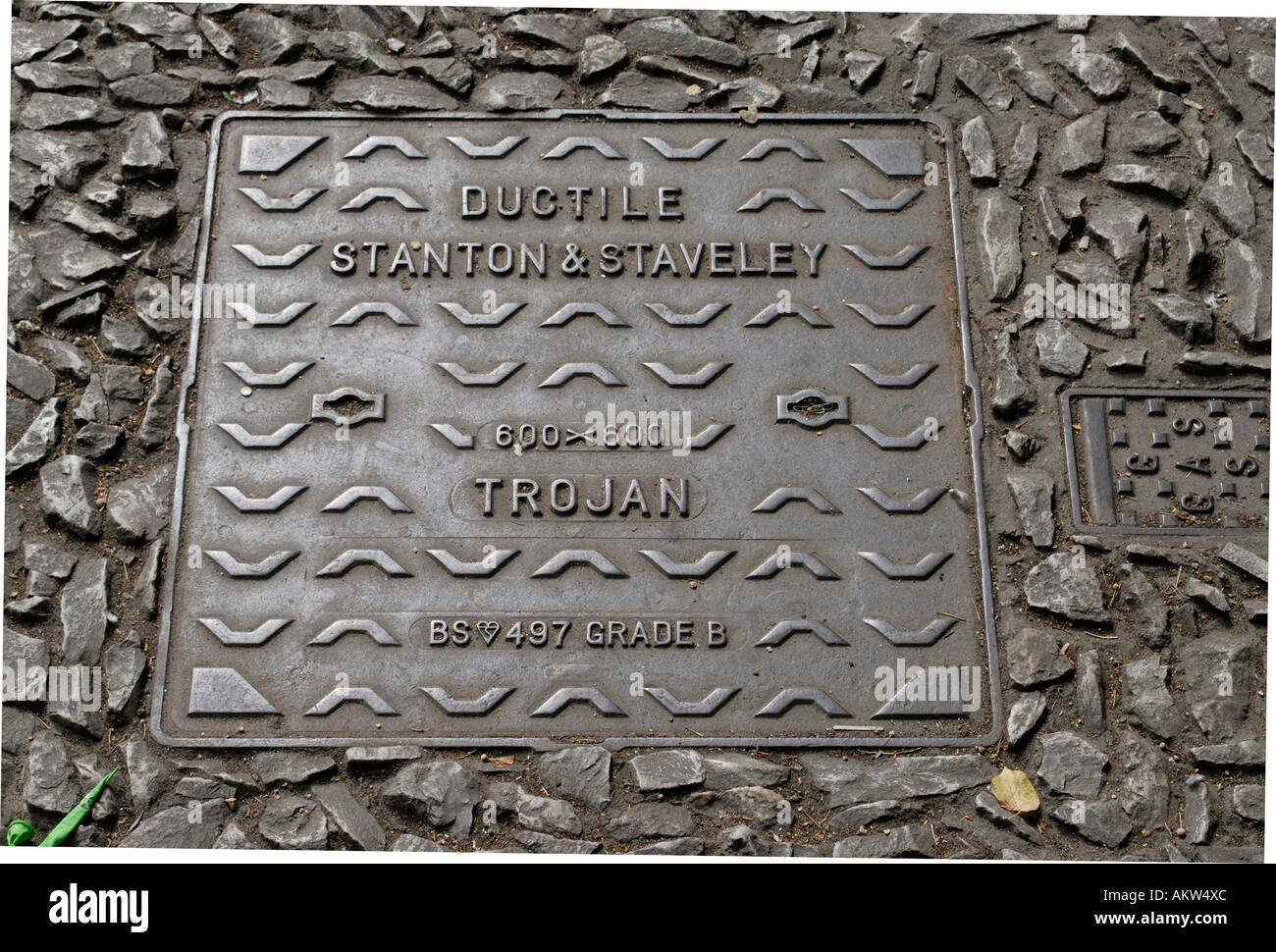 Iron manhole cover made by Ductile Stanton and Staveley The Trojan - Stock Image
