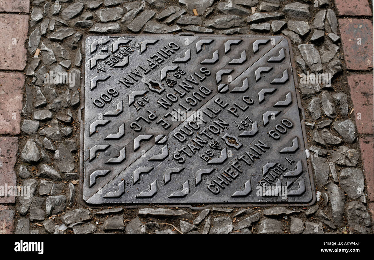 Iron manhole cover in two halves made by Ductile Stanton and Staveley The Chieftain - Stock Image