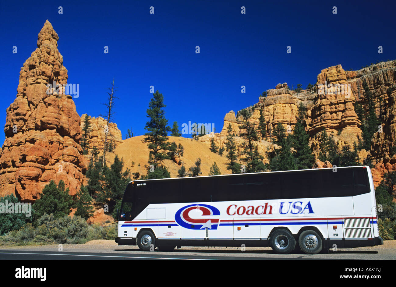 Unites States, Utah, Bryce Canyon National Park, coach parked infront of a Hoodoo rcok formation - Stock Image