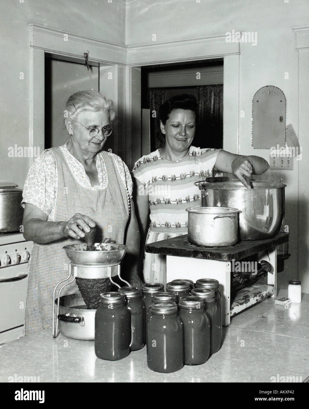 1950s kitchen stock photos 1950s kitchen stock images alamy
