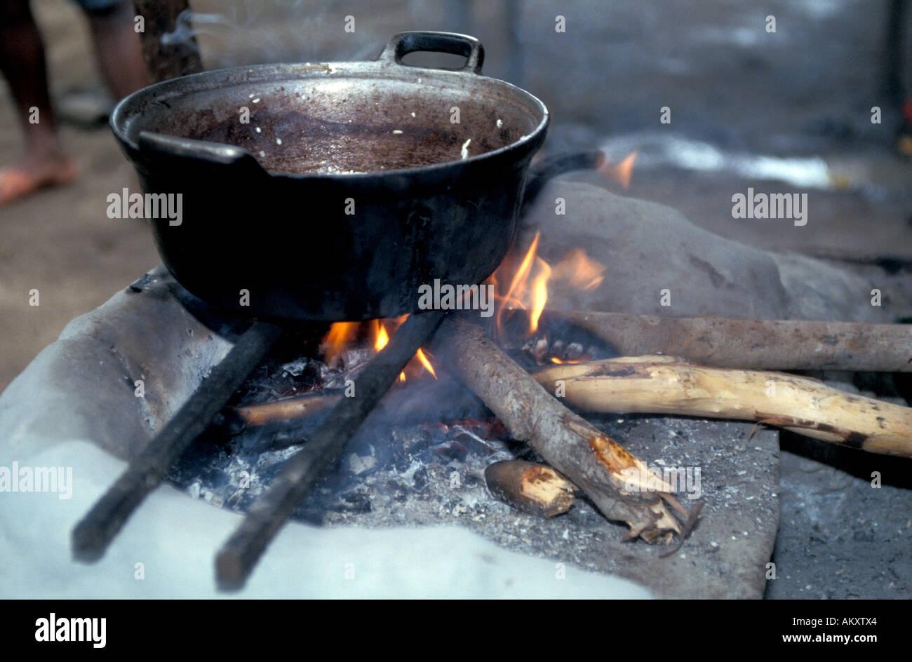 Nicaragua Miskito Coast mosquito indians cooking pot inside hut daily primitive life Stock Photo