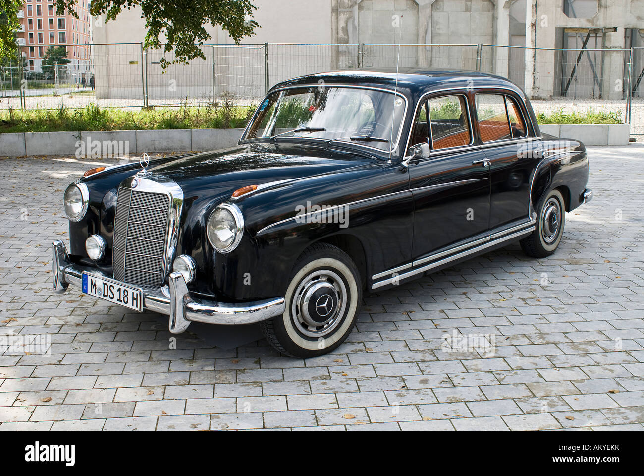 Mercedes 220 S with special number plate for vintage cars - Stock Image