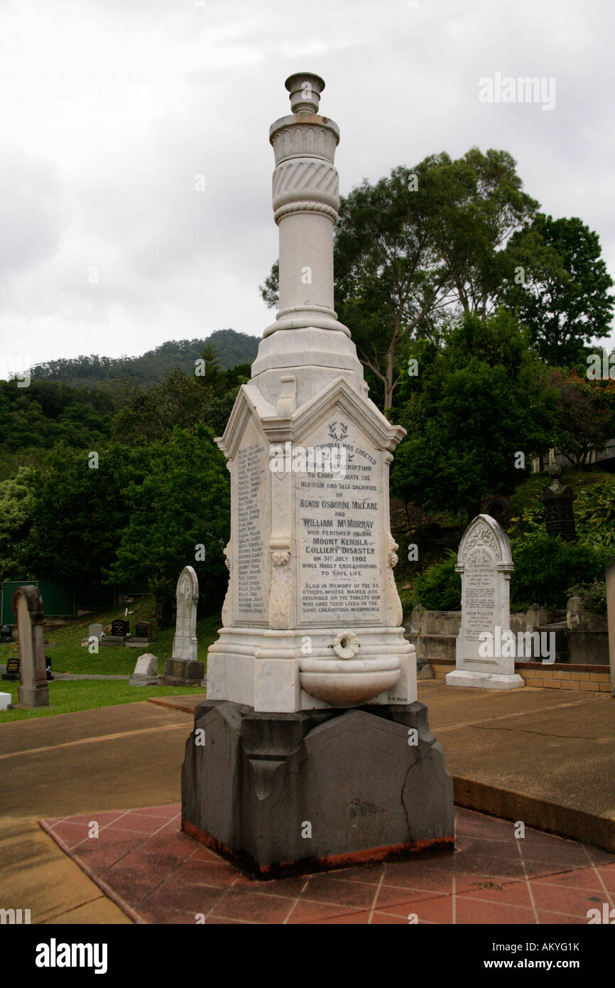 Graveyard memorial to the 96 men and boys killed in the Mount Kembla Colliery mining disaster, 31st July,1902. - Stock Image