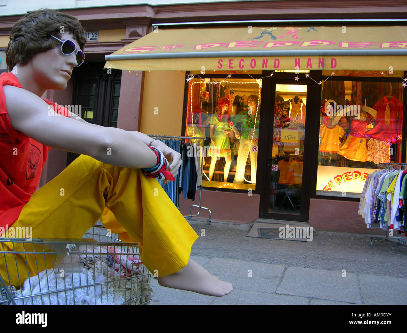 Second-hand shop for clothes, Prenzlauer Berg, Berlin, Germany - Stock Image