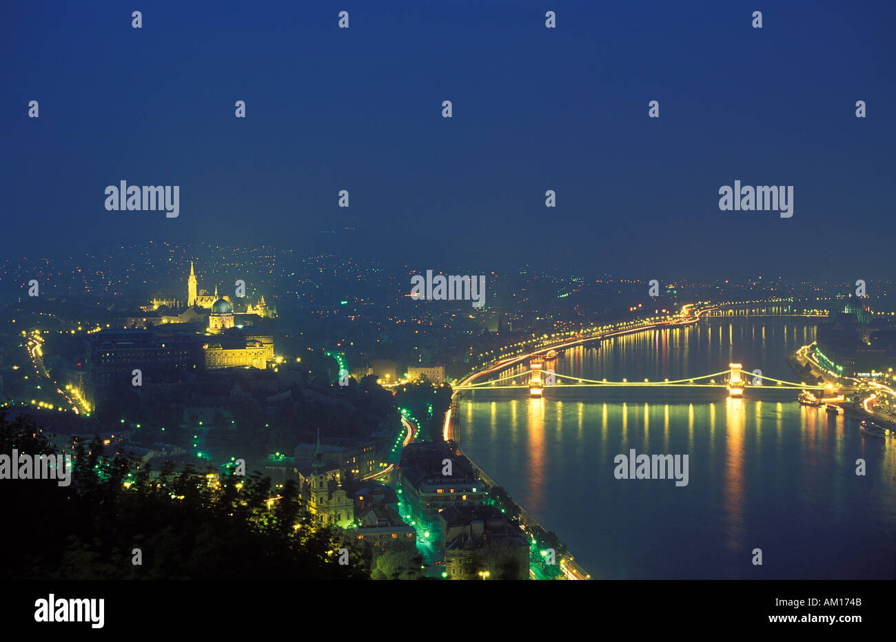 The Castle District and Chain Bridge over the River Danube Budapest Hungary - Stock Image