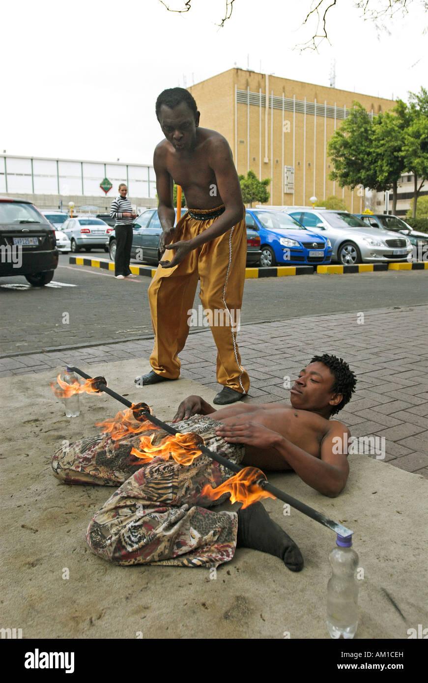 Street performer in Rosebank, Johannesburg, Suedafrika, Afrika - Stock Image