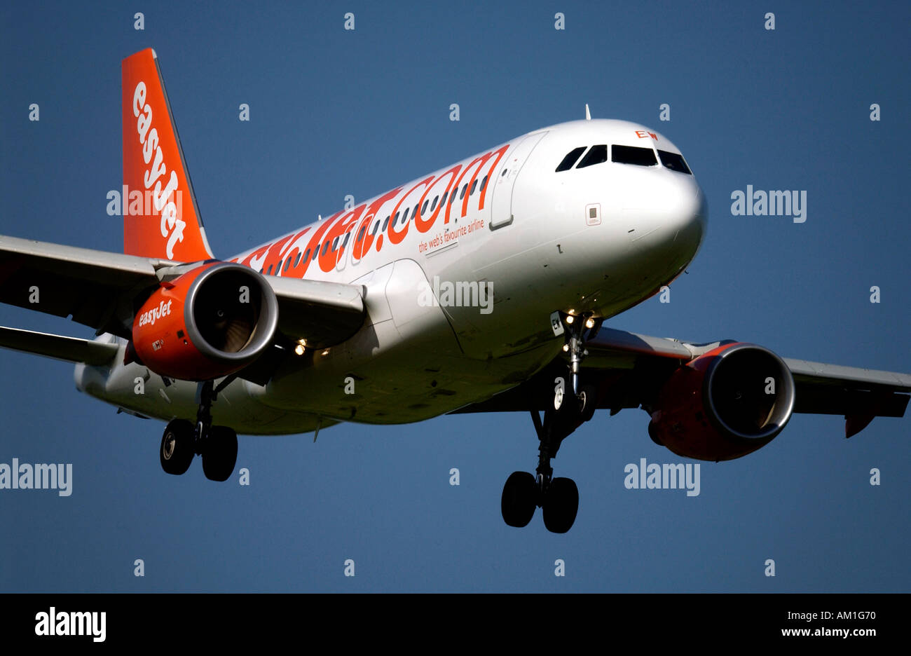 At London Gatwick Airport an EasyJet plane comes in to land - Stock Image