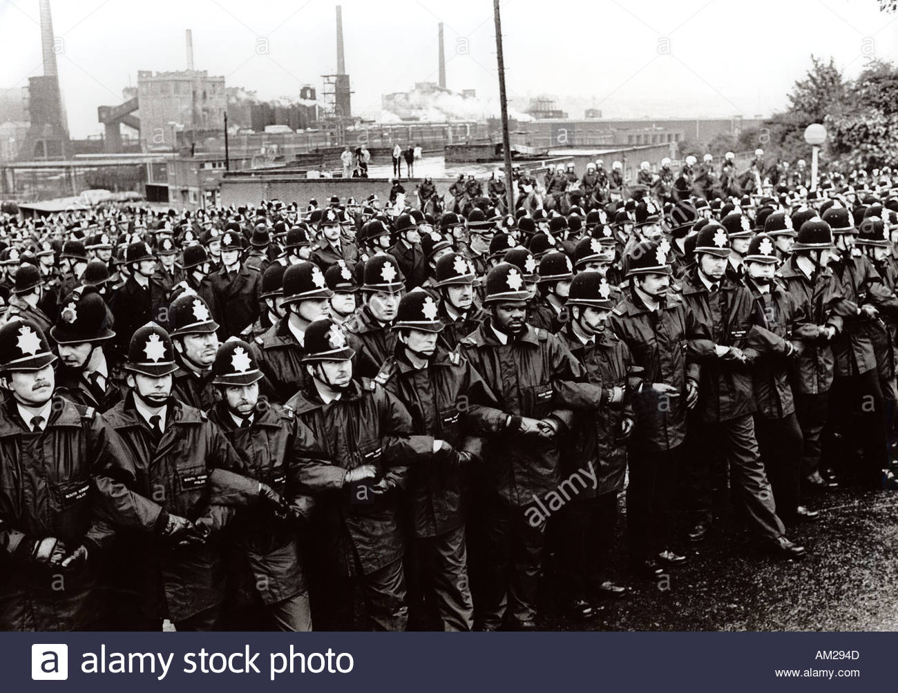 Battle of Orgreave police line during miners strike ...