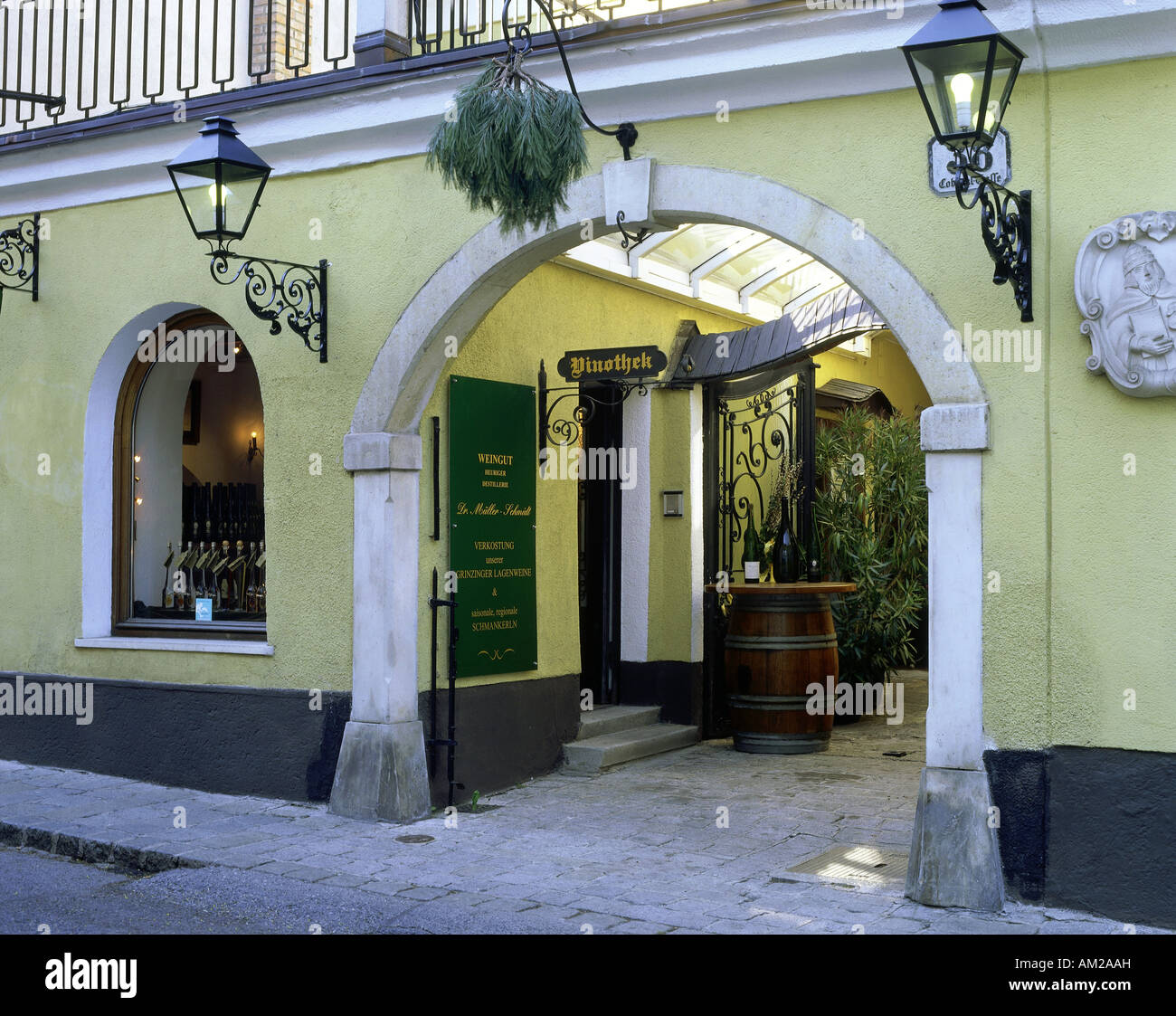 geography / travel, Austria, Vienna, gastronomy, vinotheque 'Dr. Müller - Schmidt' in Grinzing, exterior - Stock Image