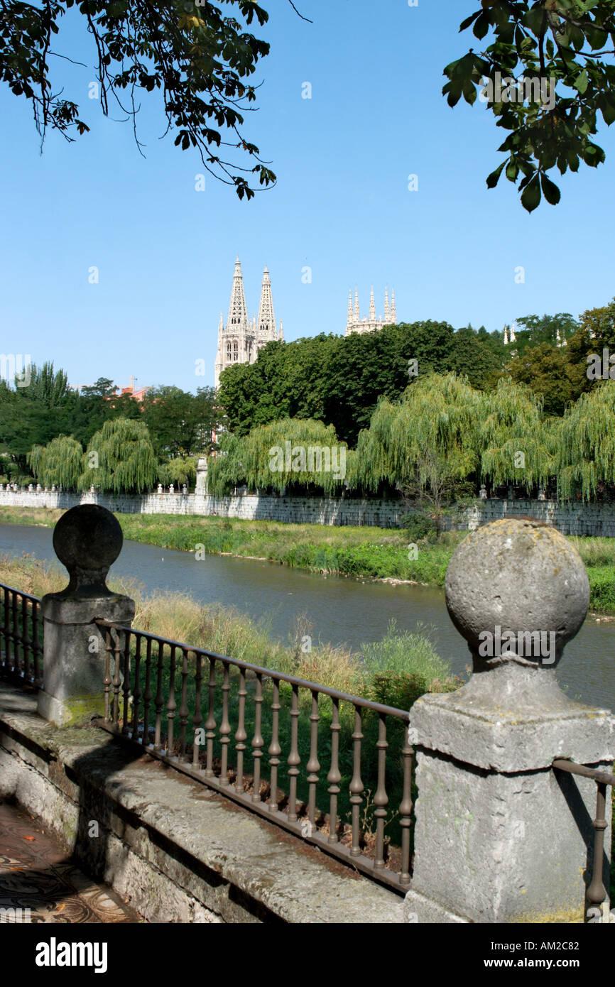 River Arlanzon and the Cathedral, Burgos, Castilla y Leon, Spain - Stock Image