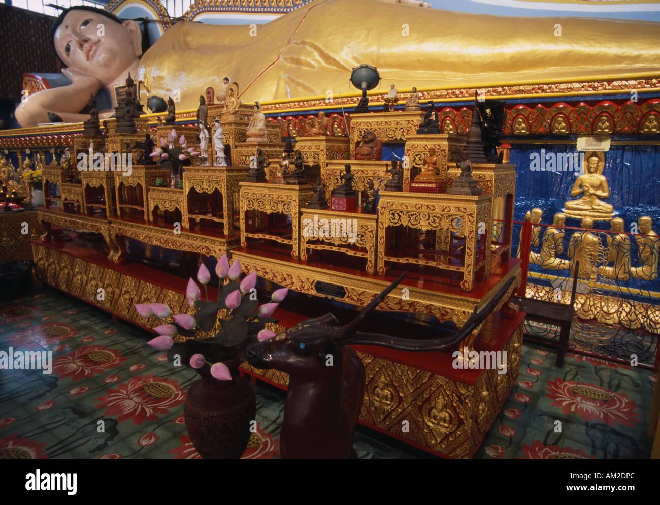 MALAYSIA Penang Island Georgetown Wat Buppharam or Chayamangkalaram Sleeping Buddha Temple Thirty two metre reclining statue - Stock Image