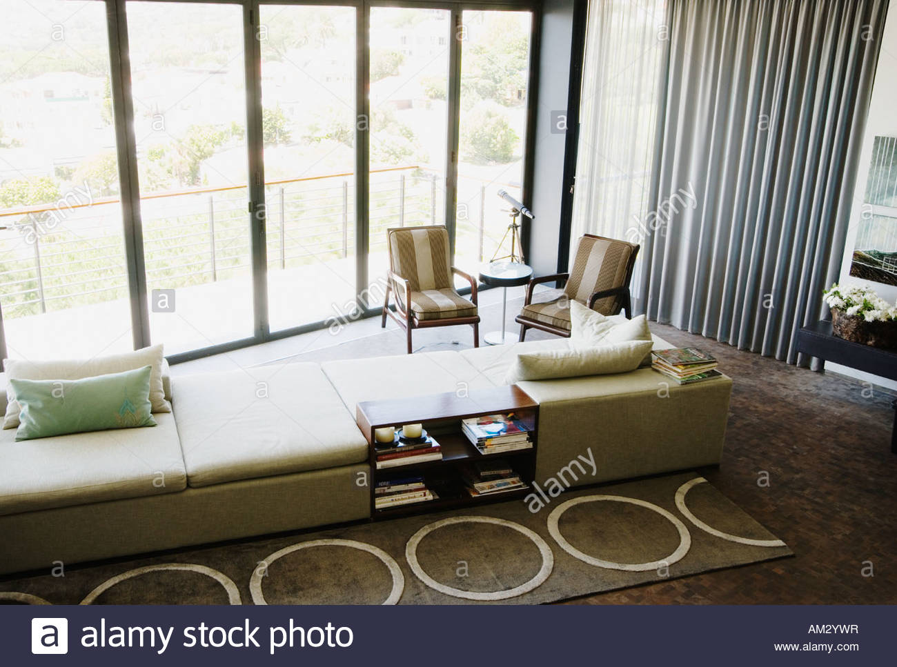 Bookshelf Books Living Room Stock Photos & Bookshelf Books Living ...