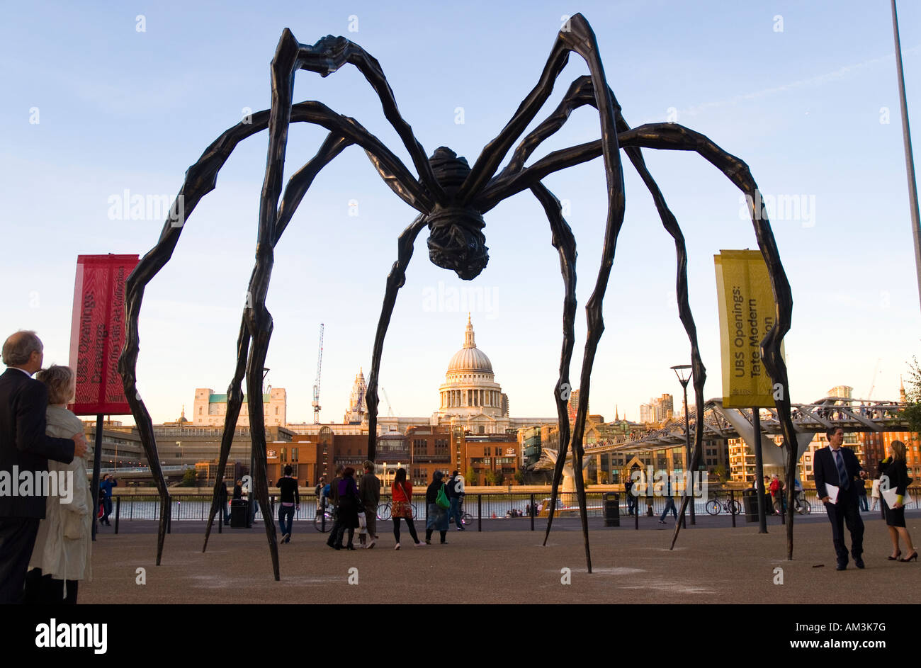 Louise Bourgeois Spider Sculpture at the Tate Modern looking across the Thames to St Paul s Cathedral - Stock Image