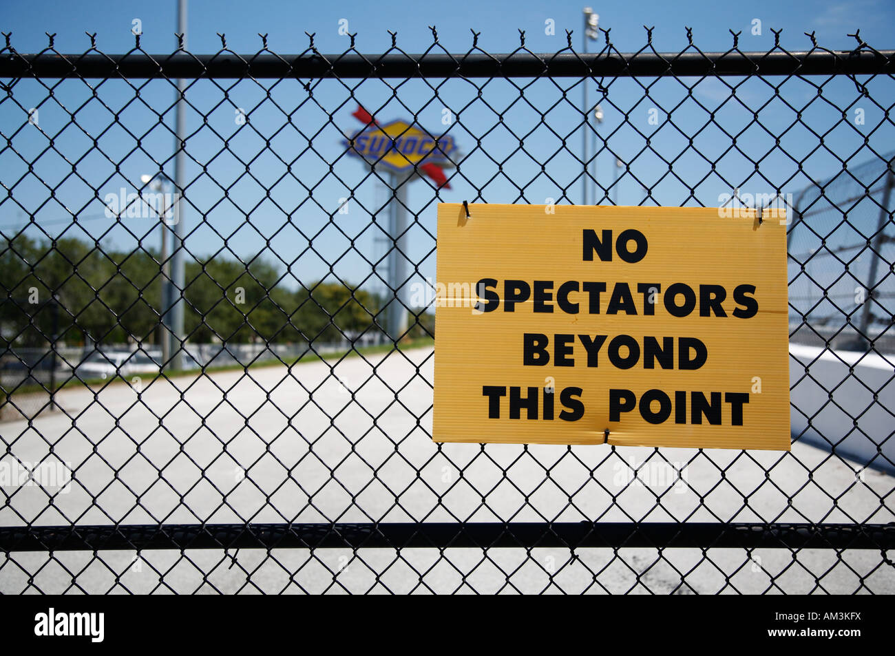 Wire fence with warning sign - Stock Image